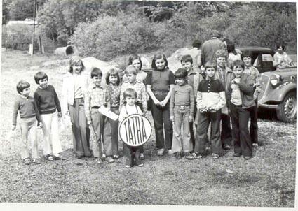 Děti na Jízdě moravským krasem v roce 1976.
